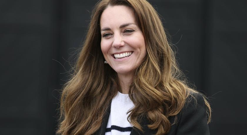 凱特王妃穿西裝配「小白鞋」!粉絲激動:最喜歡看她穿這樣