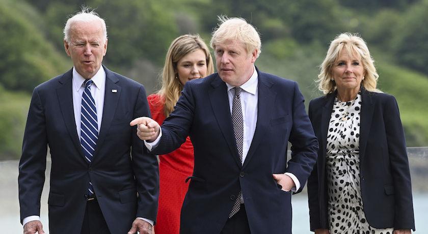 拜登夫人見英首相用「一件外套」散播愛!網狂點名川普妻:學著點