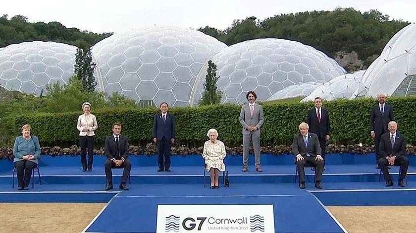 英國女王全家出動現身G7高峰會!「世紀合影」一句話展現幽默