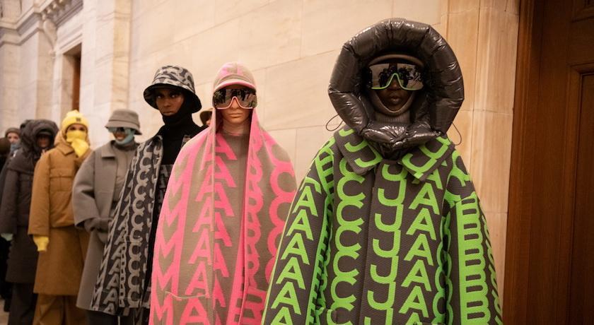 時尚小馬哥重返伸展台!全新系列滿滿「防護衣」搞怪