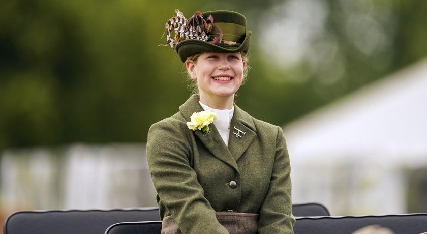 向凱特王妃看齊!17歲露易絲女爵學堂嫂「平價穿搭」引好評