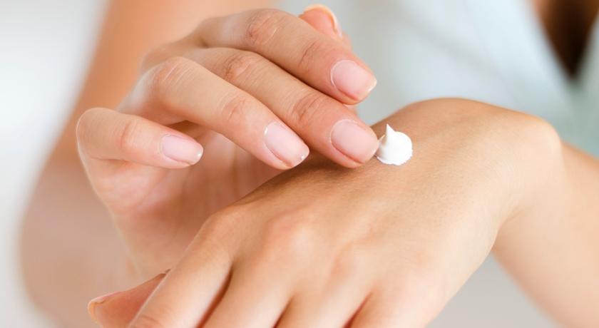 噴酒精、狂洗手讓雙手變粗糙?皮膚科醫師提醒:做好這5件事,雙手不再老5歲!