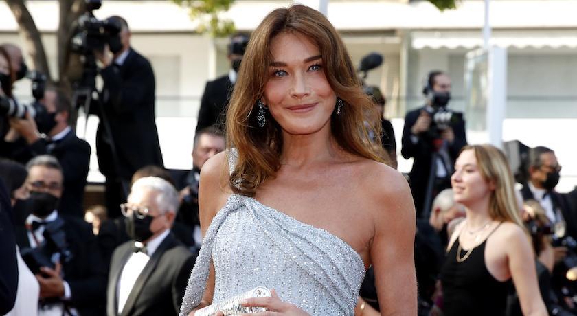 法國前第一夫人亮相坎城!紅毯上遇「火辣版雙胞胎」比美沒在怕