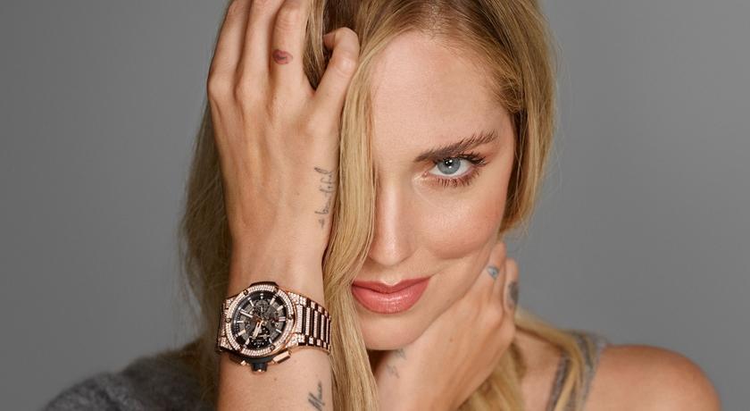 資深網紅奪腕錶代言!戴「300 萬鑽石腕錶」拍美照驚豔全球