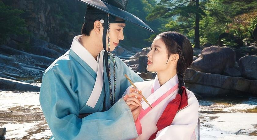 金裕貞、安孝燮一吻《紅天機》收視破10%!「絕美古裝扮相」狠壓隔壁棚 Krystal