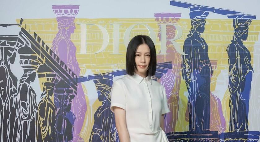 徐若瑄搶穿Dior春裝變身希臘女神!六歲兒一句話讓她暴怒:氣死我了