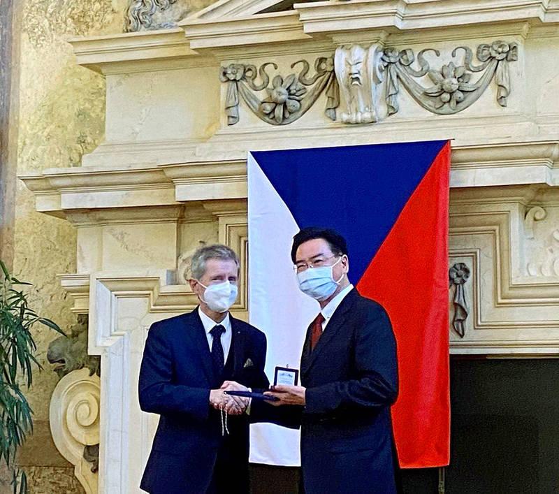 《TAIPEI TIMES》 Minister Wu touts links with Prague