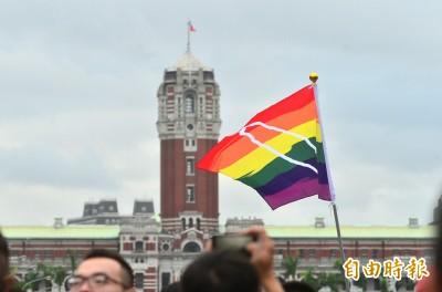 酸青週記》一年過去了,蔡總統何時與我們再度揚起彩虹旗?