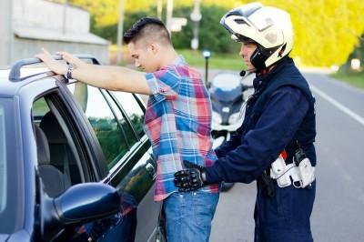 法操》警方查驗身分無疑,憑什麼搜包、搜車甚至脫光搜身?