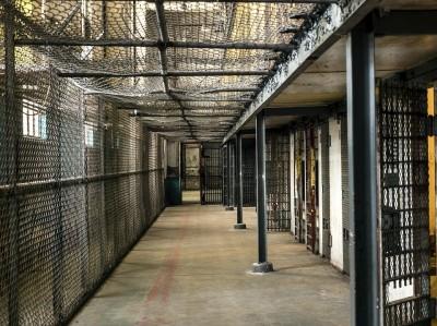 法操》【假釋】監獄人滿為患,未來只要關1/3?