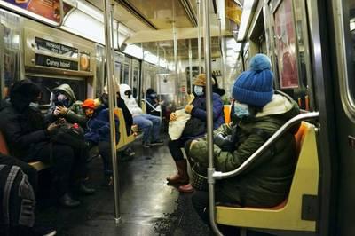 紐約地途》清晨六點搭地鐵的紐約客