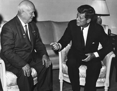 神奇海獅先生》【赫魯雪夫與甘迺迪】從柏林撤退?為柏林開戰?東德書記提出第三個選項:從中間蓋出一道牆