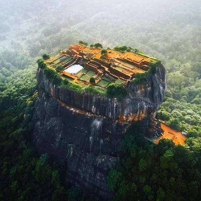 即食歷史》屹立在巨岩上的要塞-斯里蘭卡錫吉里耶宮殿