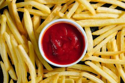 鬼王來鬼扯》蕃茄醬啥時佔據了萬物皆可沾的C位?