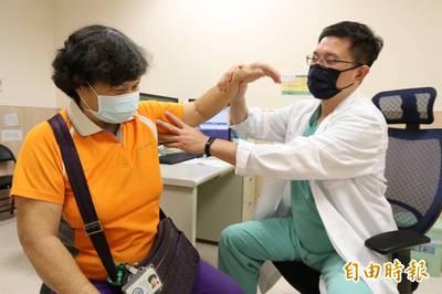 健康醫療網》五十肩無法梳頭?「關節授動術」解決困擾