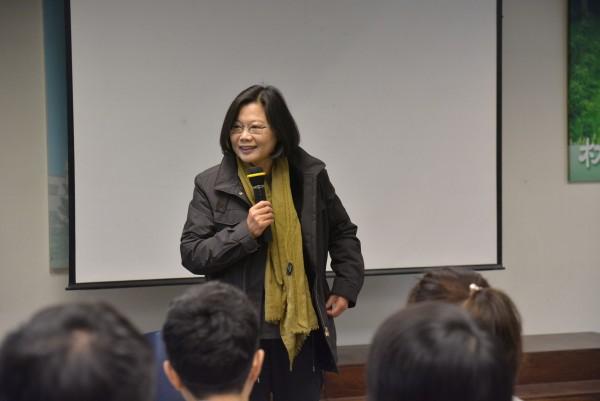 作者認為,台灣不應還陷在「穿裙子的不適合選總統」的可笑沙豬謬論裡,更何況台灣人還欠蔡英文的宇昌案一個公道!(資料照,記者朱則瑋攝)