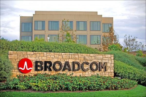 美國總統川普十二日頒布行政命令,以「保護國家安全」為由,禁止博通(Broadcom)以一千一百七十億美元(約三.四五兆台幣)對高通(Qualcomm)的敵意收購。(彭博)