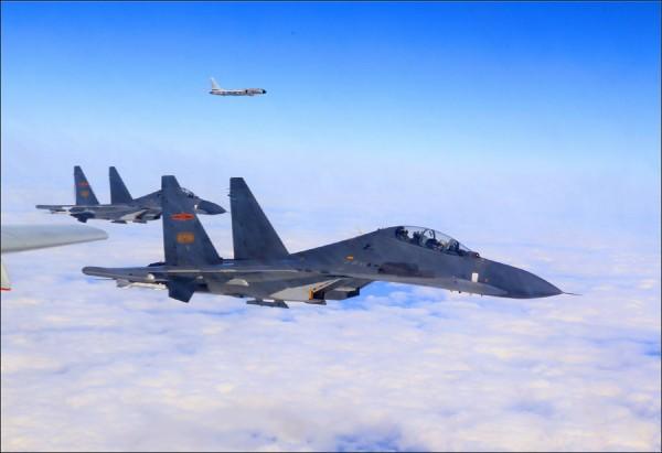 中國用戰機軍艦繞台,對台灣施加軍事圈禁。(資料照)