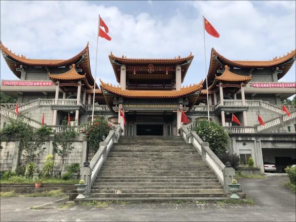 在一中政治正確下,連在台灣揮舞五星級,都必須捍衛其言論自由。遂至有彰化縣的「碧雲禪寺」淪為「五星共產廟」,引起「紐約時報」注意而顯著報導的荒謬絕倫事態。(資料照)