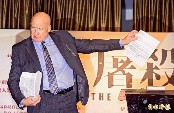 《屠殺》作者伊森.葛特曼日前舉行國際記者會,說明書中內容。(資料照,記者黃耀徵攝)