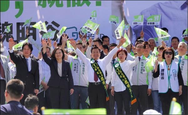 這場地方選戰是蔡英文的「期中考」,檢驗她的是台灣所有的選民,挑戰她的是對手國民黨,「課外題」則來自中國的干擾,北京可能會在考場內出假考題,在考場外鳴噪音,或者當槍手幫她的對手作弊。(資料照)