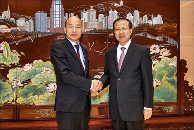 韓國瑜與澳門中聯辦主任傅自應(右)會面。(取自澳門中聯辦官網)