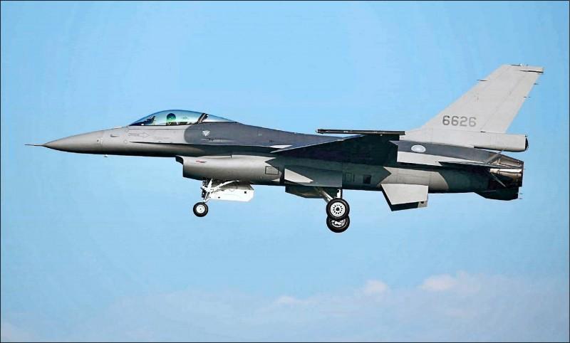 我方欲向美採購66架最新F-16V戰機,預計7月得到回覆。圖為空軍完成性能提升的F-16V戰機。(資料照,讀者蔣冠倫提供)