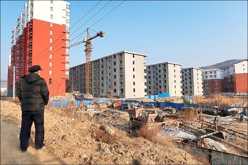 ▲中國房地產泡沫已出現難以為繼的疲態,鮮見人跡的「鬼城」處處可見。(路透檔案照)