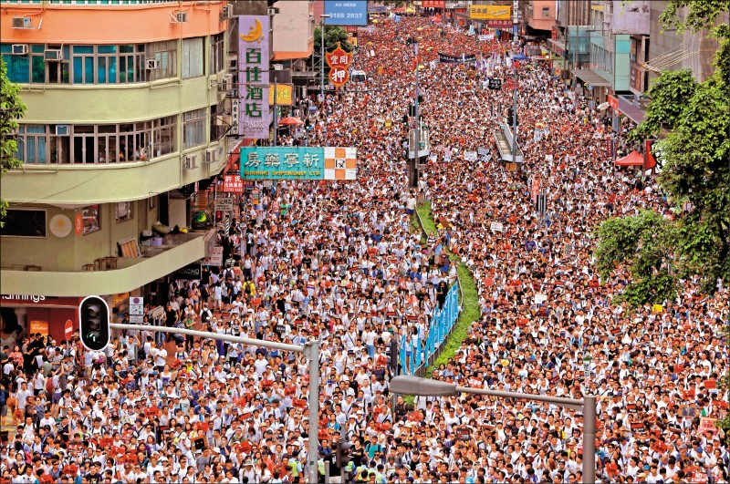 看看香港,想想台灣
