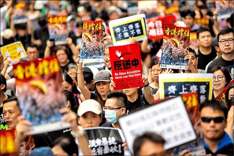 香港應該進行政治改革而非實行戒嚴!