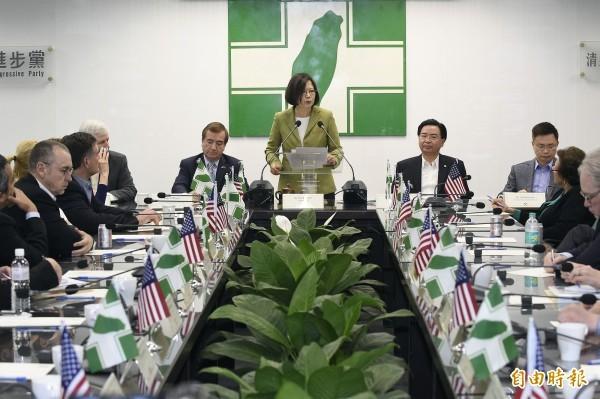 民進黨有責任帶領台灣的政黨向上提升